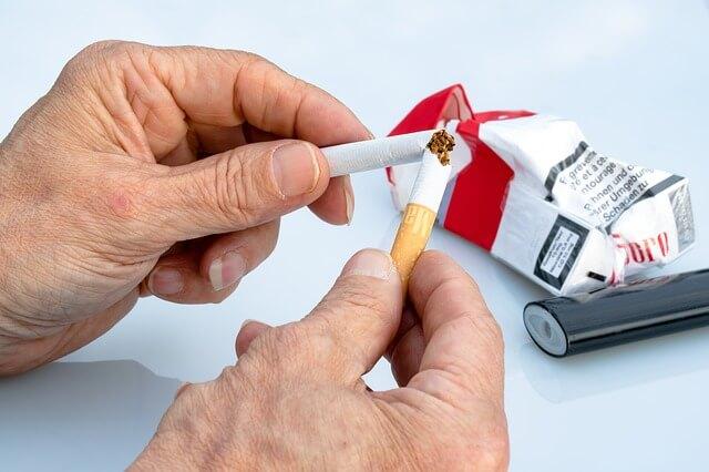 kajenje povečuje možnosti za nastanek pljučne embolije